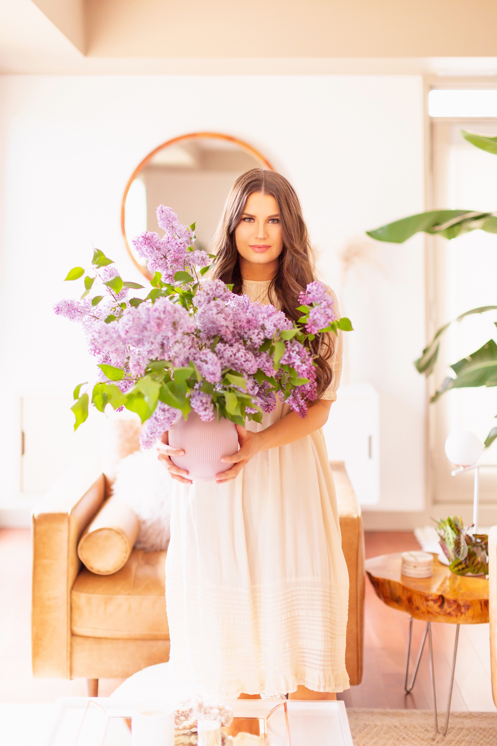 How to Create a Lilac Bouquet | Brunette woman in a flowy linen dress holding an oversized Lilac Flower Arrangement | How to Forage Lilacs | How to Prolong Lilac Vase Life | How to Arrange Lilacs | Fresh Lilac Flower Bouquet | Extremely Pretty Lilac Arrangement | Purple Lilac Arrangement | How to Cut Lilacs from a tree or bush | Calgary Creative Lifestyle Blogger // JustineCelina.com