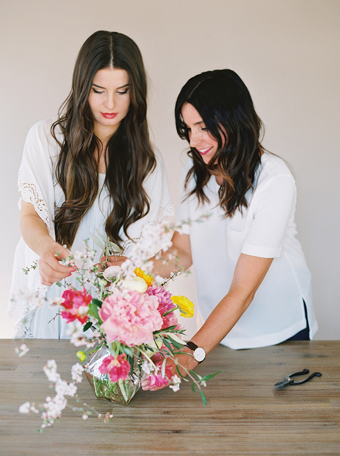 DIY | How to Make a Summer Flower Arrangement with Rebecca Dawn Design // JustineCelina.com