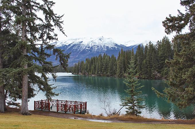Christmas in November 2016 at the Fairmont Jasper Park Lodge | Beauvert Lake // JustineCelina.com