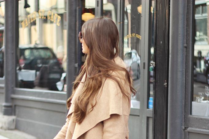 Effortless Travel Style   Lulus Wing Woman Handbag in Brown // JustineCelina.com