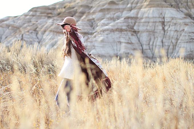 How to Style | Kimonos for Autumn | Exploring the Alberta Badlands near Drumheller, Canada // JustineCelina.com