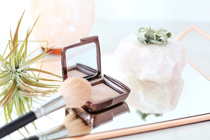 Hourglass Ambient Lighting Powder in Dim Light Photos, Review, Swatches | December 2017 Favourites // JustineCelina.com