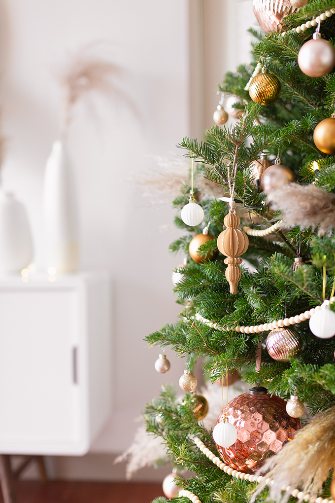 Apartment Friendly Modern Holiday Decor | Real Christmas Tree with Wood Garland, Metallic and Wood Ornaments and Pampas Grass | Premium Nova Scotia Balsam Fir Tree | Bohemian, Mid Century Modern Holiday Decot | Bohemian Holiday Home Tour 2018 | Canadian Tire CANVAS Ornaments // JustineCelina.com