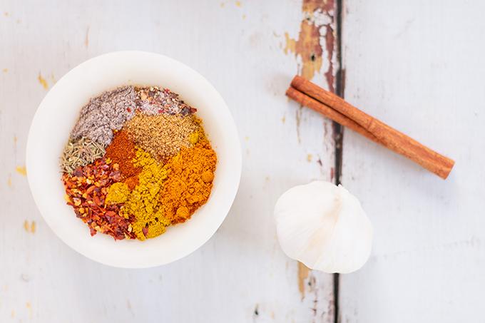 Slow Cooker Vegan Mulligatawny Soup with Red Lentils | #vegan #glutenfree | Vegan Mulligatawny Spice Blend | The best vegan mulligatawny soup slow cooker recipe | vegetarian mulligatawny soup | vegetarian mulligatawny soup recipe lentils | vegetarian mulligatawny soup slow cooker | mulligatawny soup crock pot | best winter vegan slow cooker recipes // JustineCelina.com
