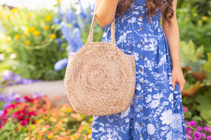 LATE SUMMER 2019 LOOKBOOK | True Blue: My Go-To Outfit Formula for Casual Weekends | Summer/Fall 2019 Casual Weekend Outfit Ideas | What to Wear to the Farmer's Market | Brunette woman wearing a Coral, Button-Down Linen Dress, A Straw Hat, Oversized Round Sunglasses and a Vintage Oversized Woven Tote | Top Summer to Fall 2019 Transitional Trends and how to wear them | Saskatoon Farm, Calgary Alberta | Calgary Fashion Blogger // JustineCelina.com