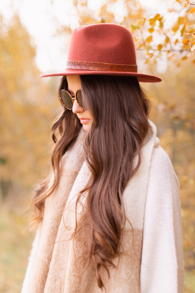 Casual Fall Style Staples | Casual Thanksgiving Outfit Ideas | Thanksgiving Outfit Ideas for Cold Weather | Canadian Thanksgiving Outfits | Casual Family Holiday Dinner Outfit Ideas | Family Thanksgiving Outfits | Bohemian Thanksgiving Outfit Ideas | Casual Boho Fall Outfit | The Best H&M Sweaters | The Best Flat Brimmed Hats for Fall 2019 | Brunette Woman Wearing a Casual Fall Thanksgiving Outfit | Calgary Fashion & Lifestyle Blogger // JustineCelina.com