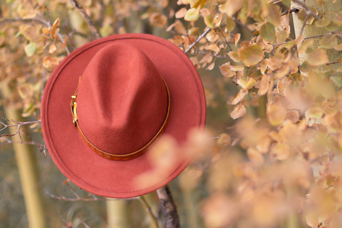 Casual Fall Style Staples | Casual Thanksgiving Outfit Ideas | Thanksgiving Outfit Ideas for Cold Weather | Canadian Thanksgiving Outfits | Casual Family Holiday Dinner Outfit Ideas | Family Thanksgiving Outfits | Bohemian Thanksgiving Outfit Ideas | Casual Boho Fall Outfit | The Best H&M Sweaters | The Best Flat Brimmed Hats for Fall 2019 | Burgundy Fedora Hung on A Tree Thanksgiving Outfit | Calgary Fashion & Lifestyle Blogger // JustineCelina.com