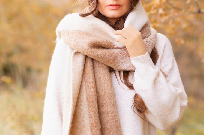 Casual Fall Style Staples | Casual Thanksgiving Outfit Ideas | Thanksgiving Outfit Ideas for Cold Weather | Canadian Thanksgiving Outfits | Casual Family Holiday Dinner Outfit Ideas | Family Thanksgiving Outfits | Bohemian Thanksgiving Outfit Ideas | Casual Boho Fall Outfit | The Best H&M Sweaters | The Best Nude Lipsticks for Fall 2019 | Lancôme Matte Shaker High Pigment Liquid Lipstick in Nudevolution | Calgary Fashion & Lifestyle Blogger // JustineCelina.com